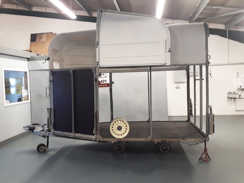 RICHARD HORSE TRAILER Undergoing major overhaul in the DanHIRE Trailer Workshops