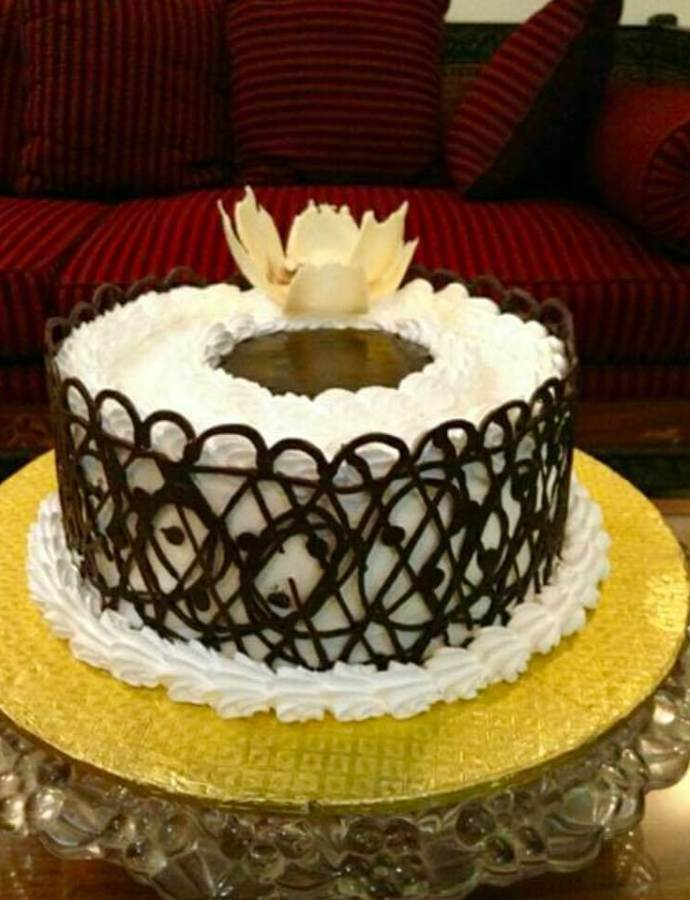 Vanilla cake Recipe with chocolate lace