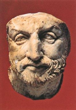 Testina in avorio rinvenuta tra il ricchissimo della Tomba di Filippo II. conservata presso il Museo archeologico di Salonicco.