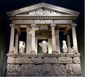 il Monumento delle Nerèidi, da Xantos. Foto di Daniele Mancini