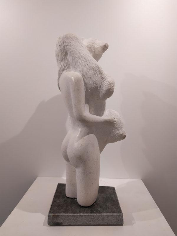 la jeune femme et l'ours