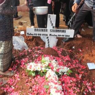 Makam Bapatua Lina di Pondok Rangon