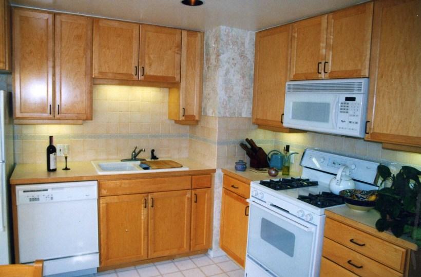 Uba Tuba Granite With Light Maple Cabinets