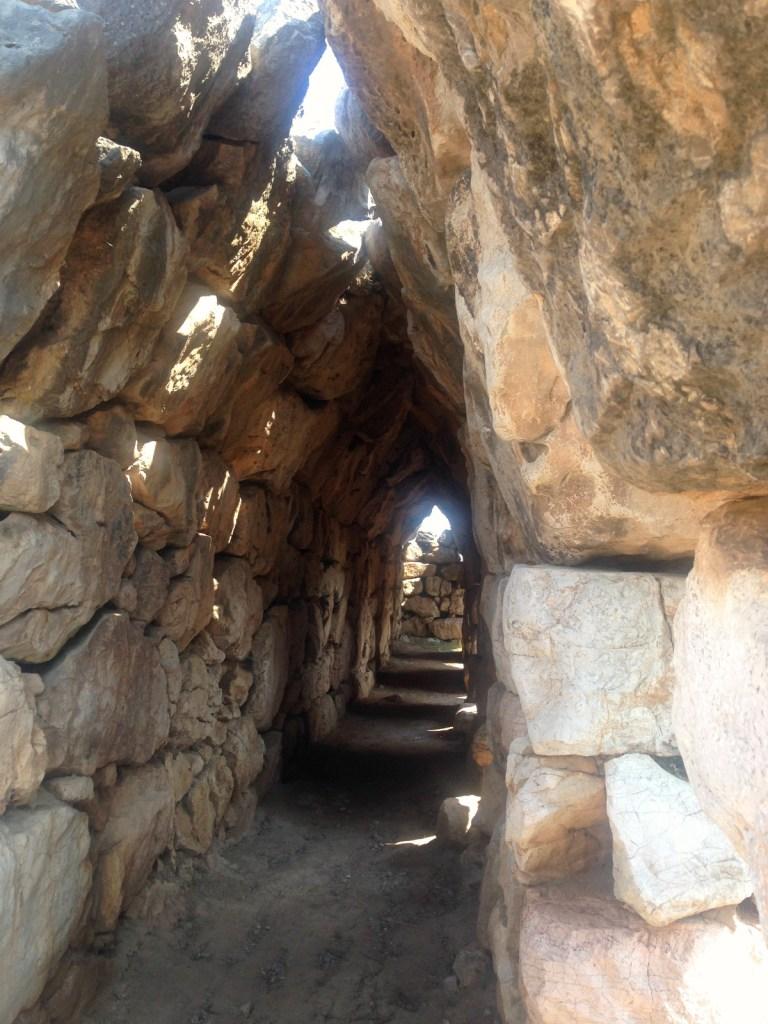 Tunnel i Tiryns brugt til forråd