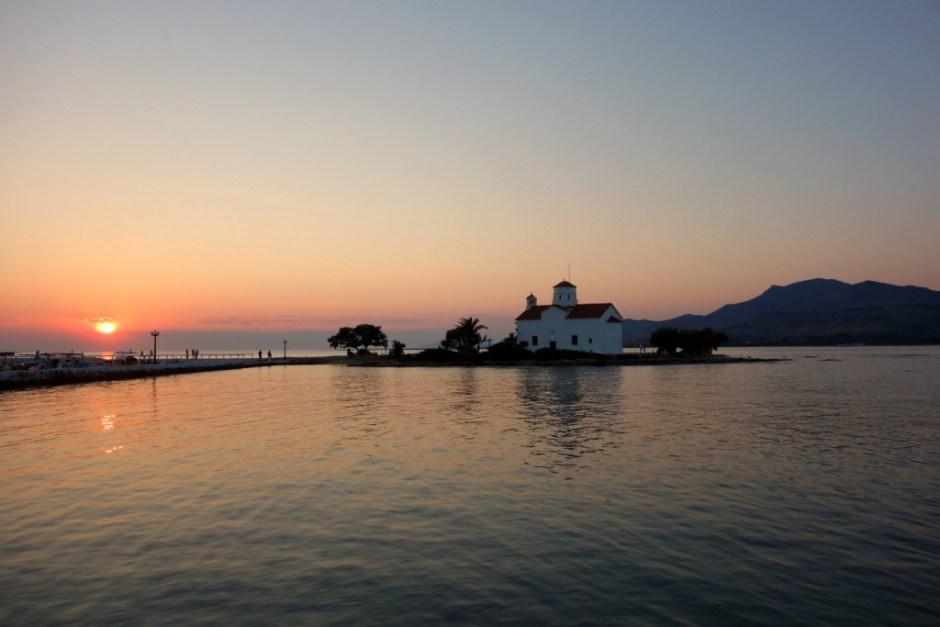 Solnedgangen fra havnepromenaden i Elafonisos