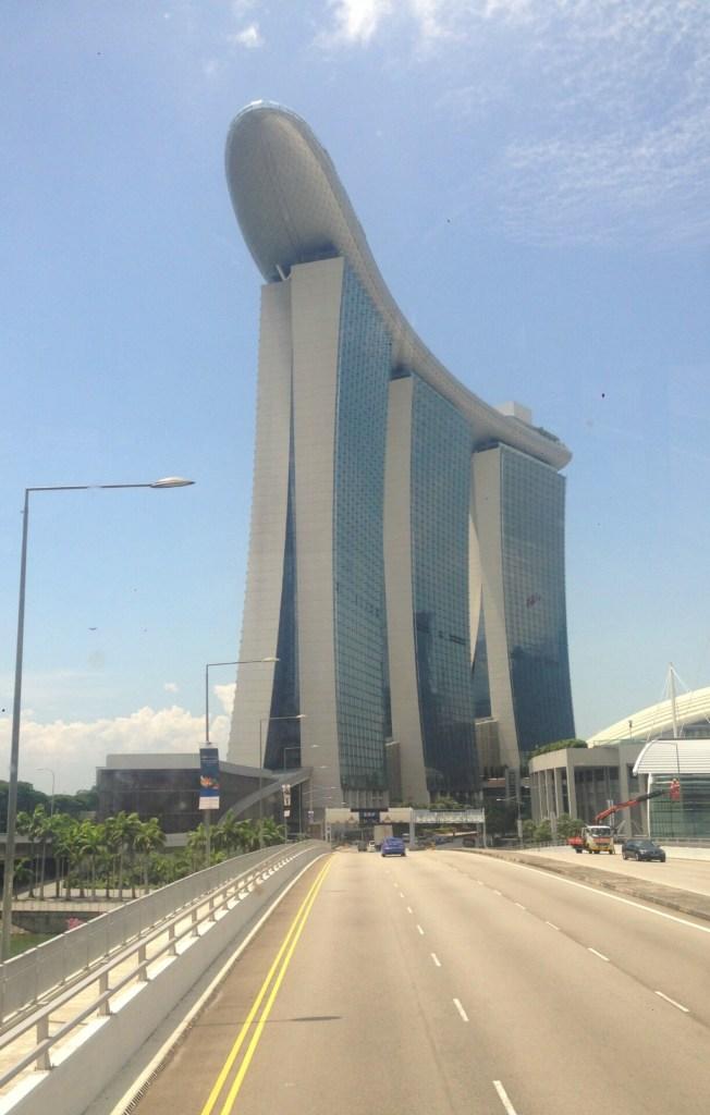 I bussen mod Hotel Marina Bay Sands