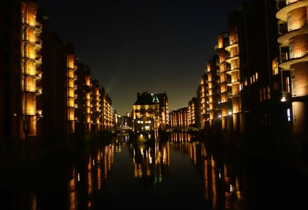 Poggenmuhlen broen med udsigt til Wasserschloss