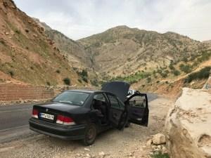Bil bryder sammen i ingenmandsland i iran