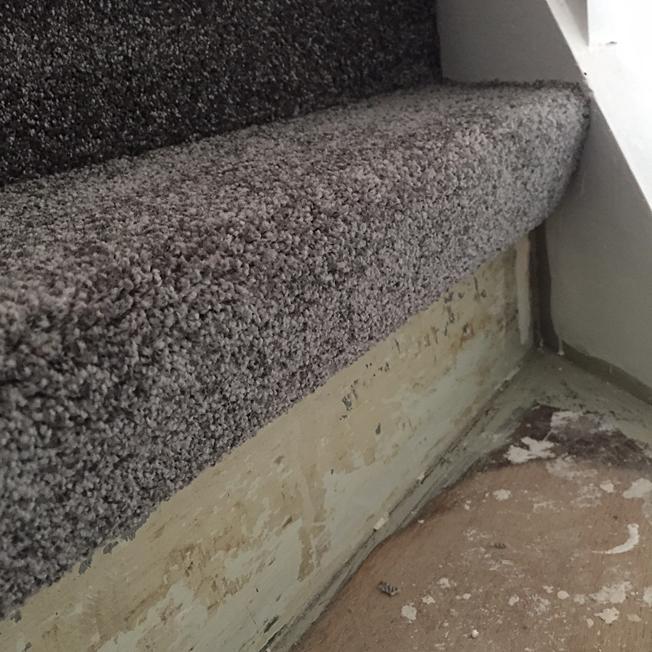 teppich auf treppe kleben dann wollen wir mal. Black Bedroom Furniture Sets. Home Design Ideas