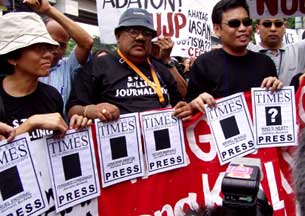 Ka Jun Mallari during a rally in Camp Crame in August 2004 (Photo Source: Dannyarao.com)