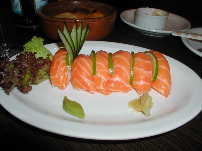 Rubia y Negra - nigiri salmon