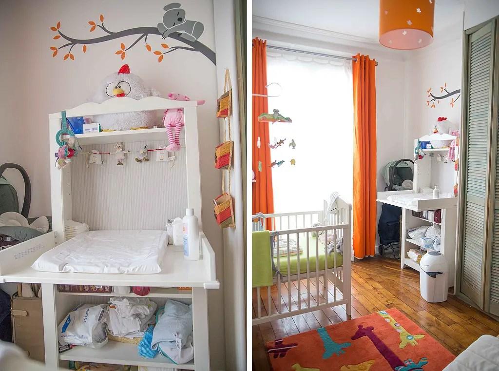une chambre de bebe blanche orange et
