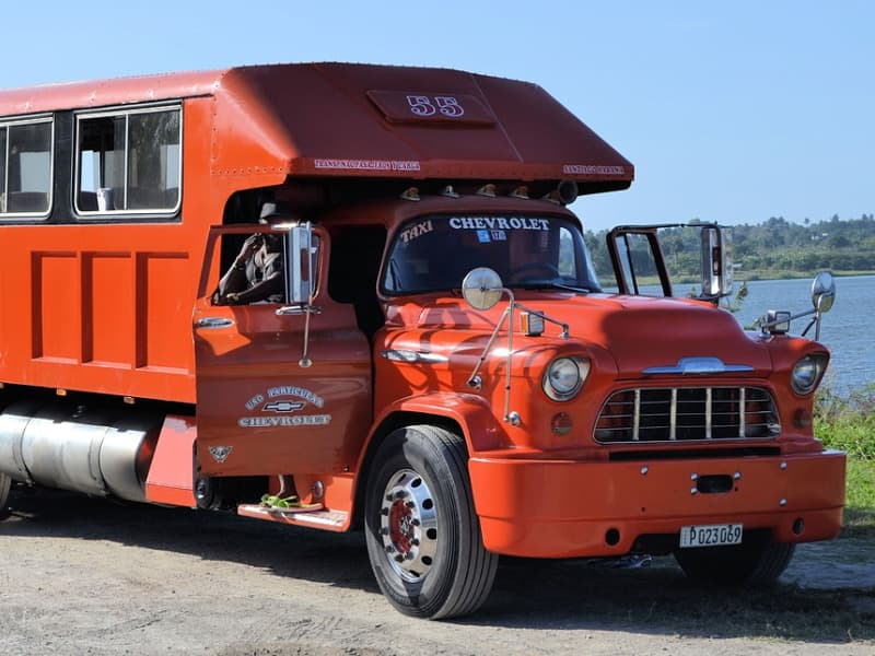 Camion rouge Chevrolet