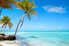 plage et mer bleue