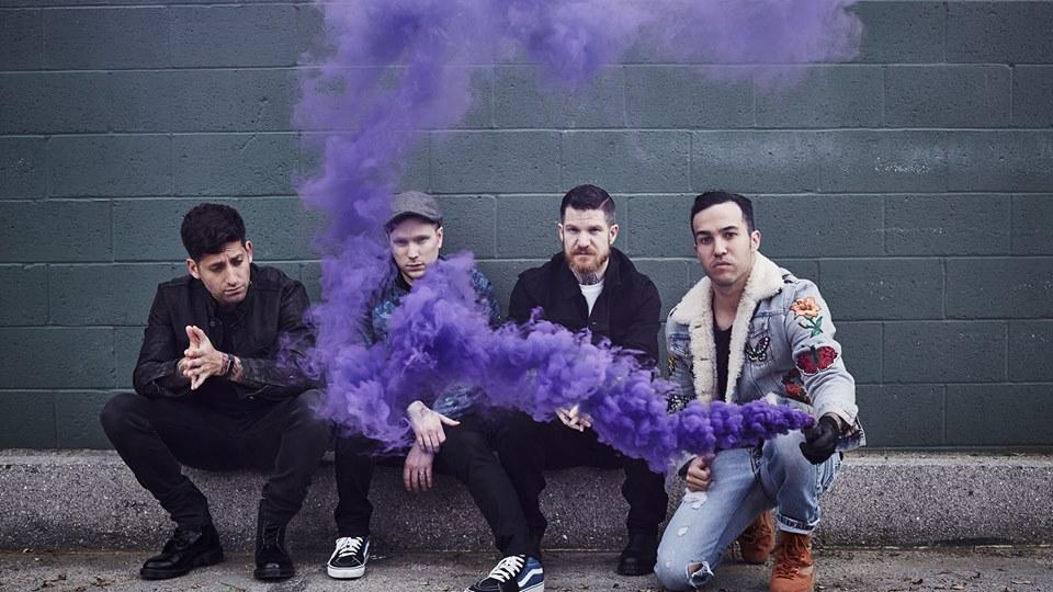Fall Out Boy - M A N I A (★★½): De laagvlaktes van Chicago verkennen
