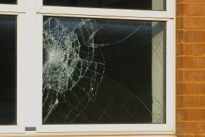 Repairing Broken Window Glass Dans Glass