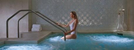 condo-pool
