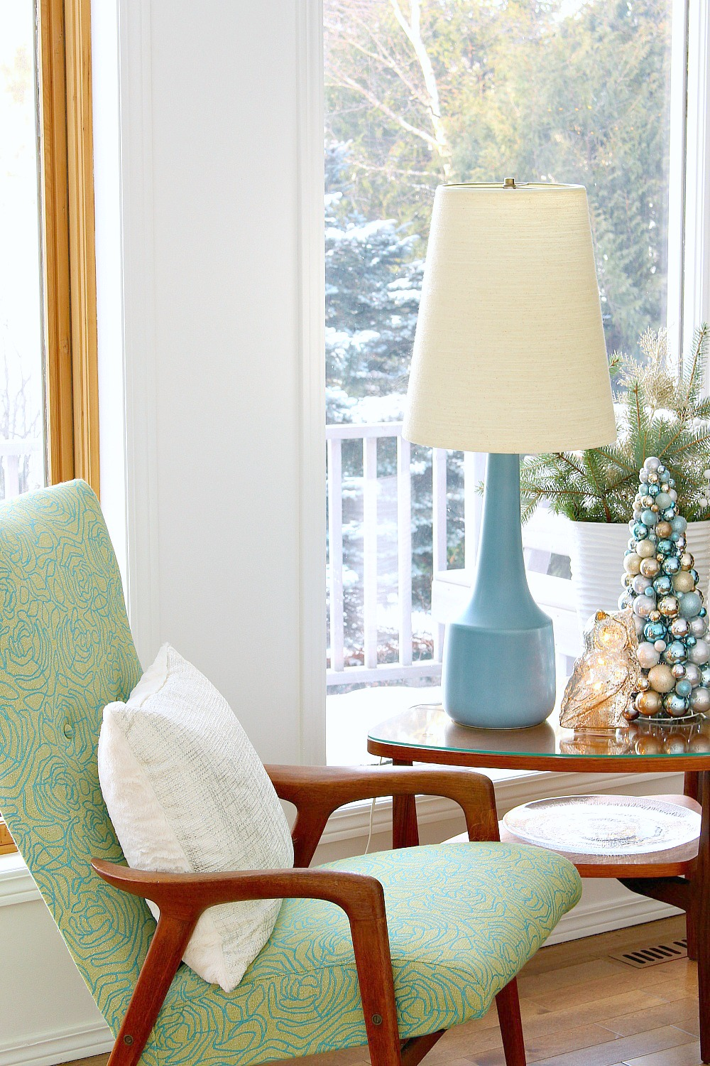 Wintry Blue and White Holiday Decorating Ideas