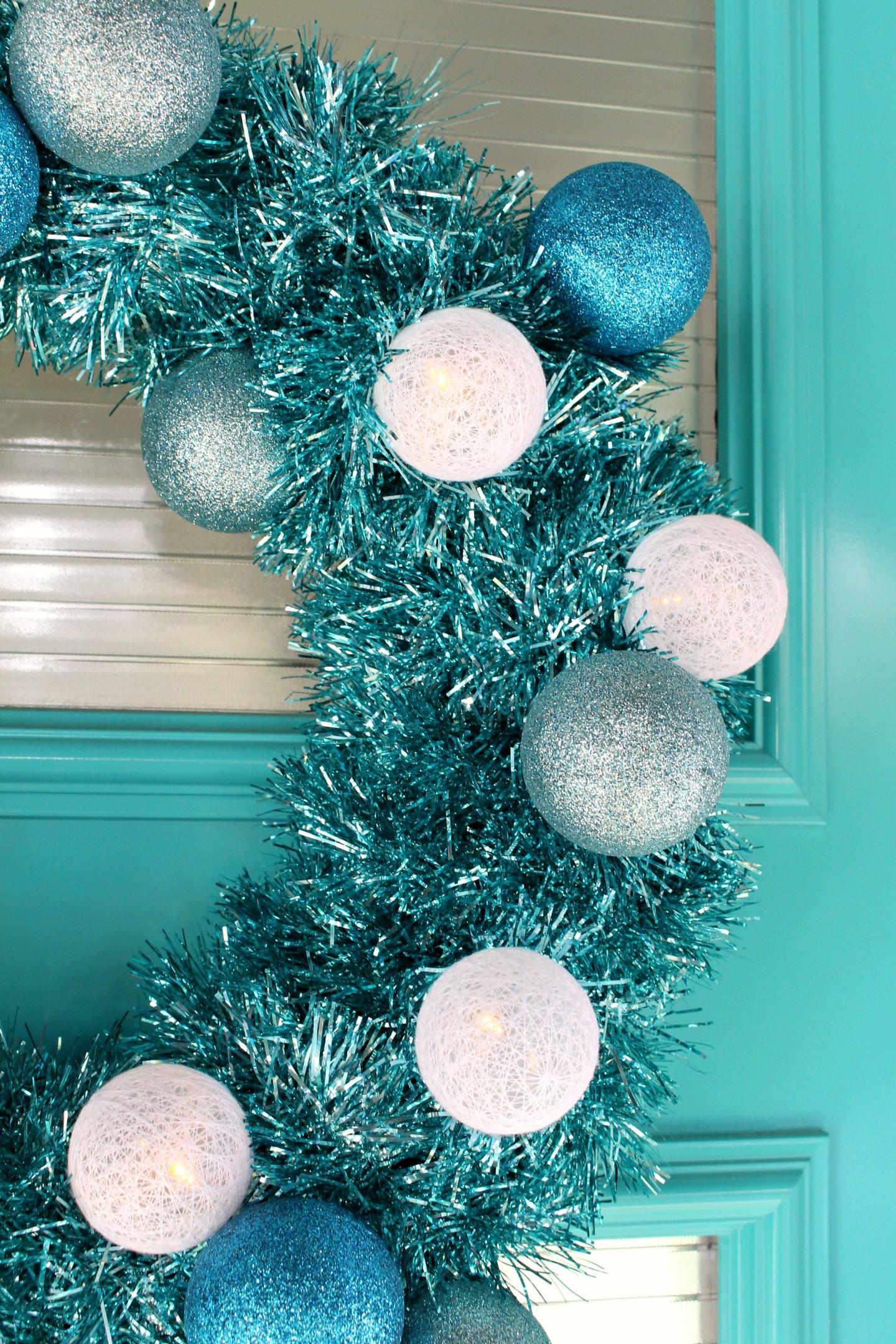 Aqua DIY Tinsel Wreath with Retro Vibes #diychristmas #tinsel #tinselwreath #retrochristmas