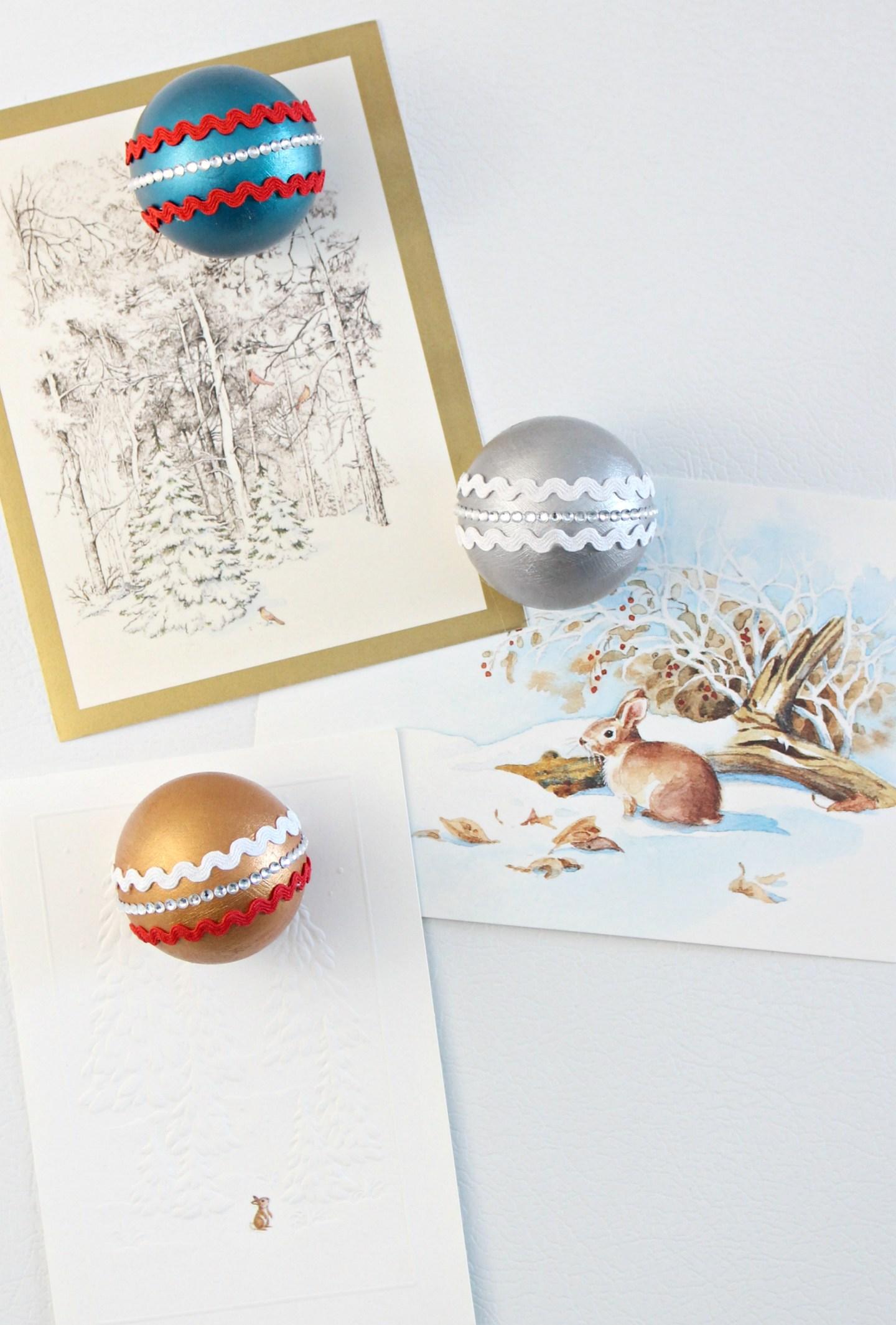 DIY Vintage Ornament Inspired Magnets   Mid-Century Inspired Christmas Decor   Retro Christmas Craft Ideas   Dans le Lakehouse #christmas #ornament #vintageornament #carddisplay