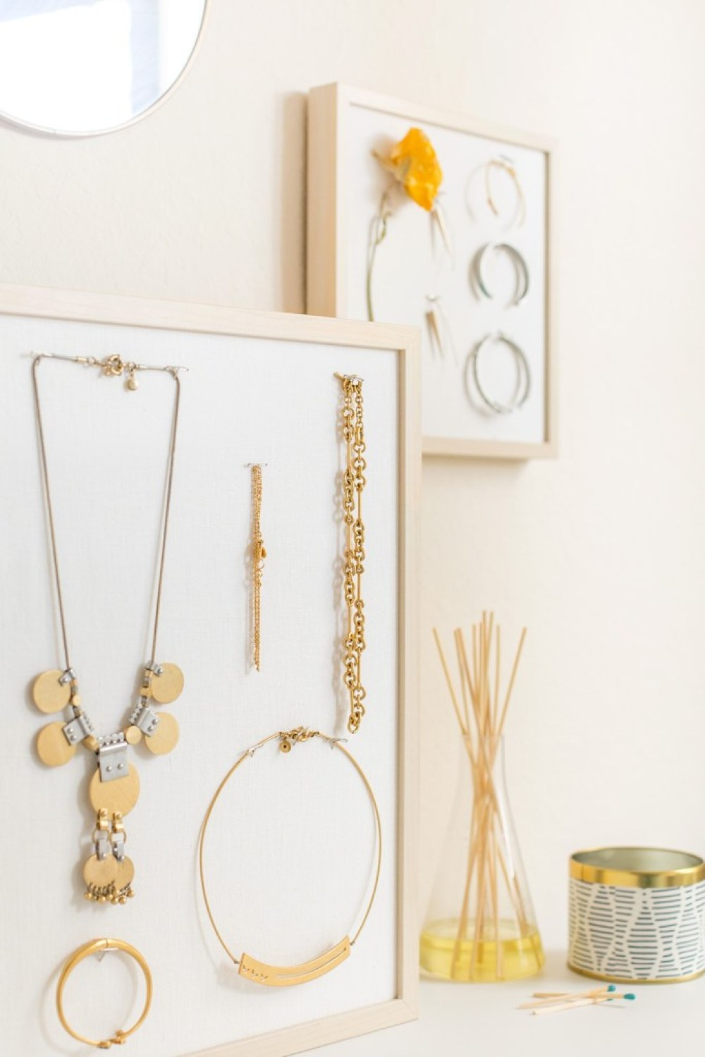 DIY Jewelry Stand   15 Stylish DIY Projects for Organizing Your Home #organizing #diy #diyhome #clutterbustingtips