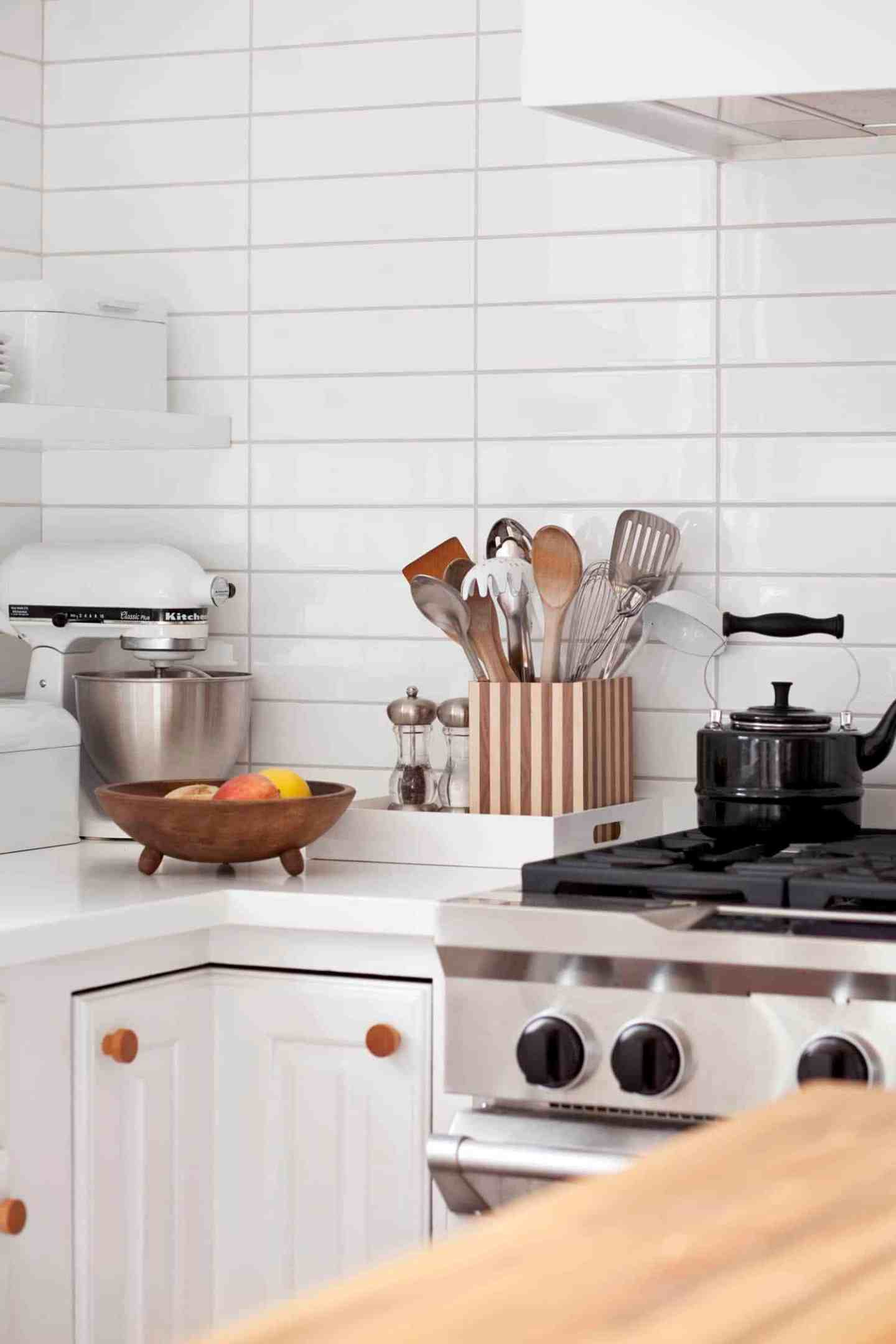 DIY Kitchen Utensil Holder   15 Stylish DIY Projects for Organizing Your Home #organizing #diy #diyhome #clutterbustingtips