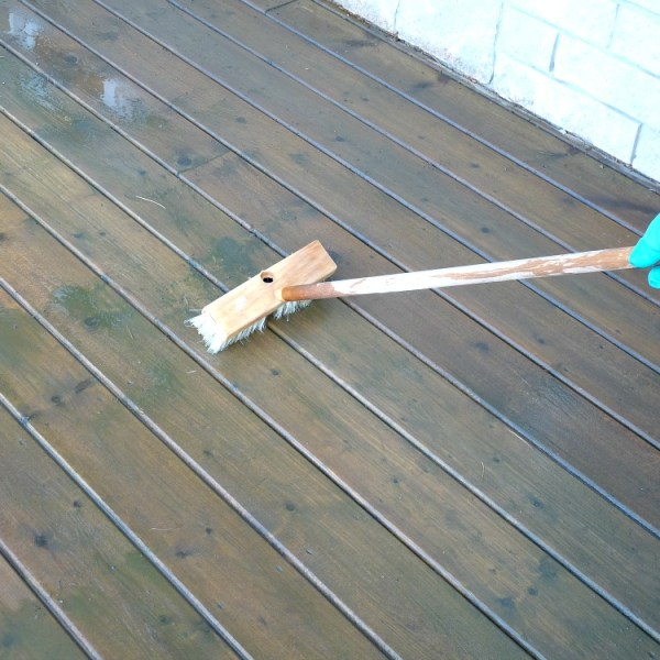 PREPPING DECK FOR STAIN