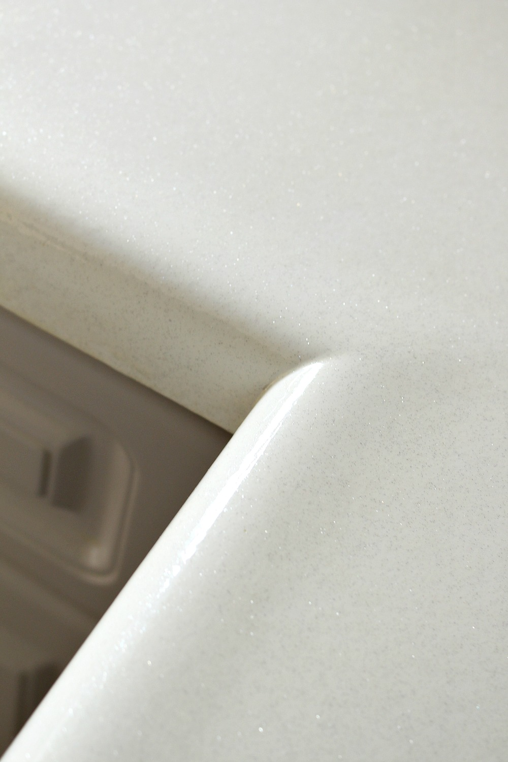 HOW TO REPAINT LAMINATE COUNTERS