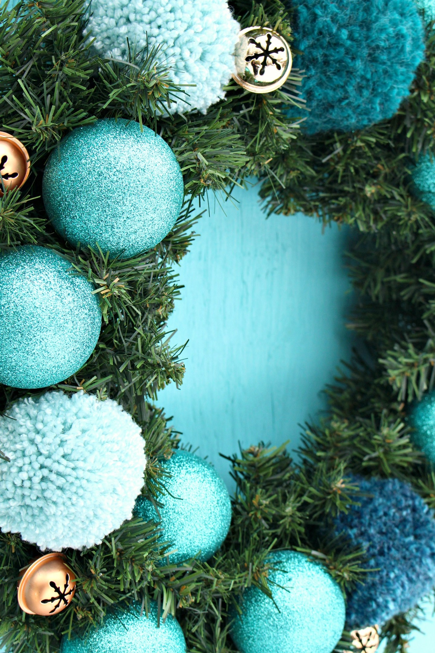 Easy DIY Pom Pom Wreath Tutorial