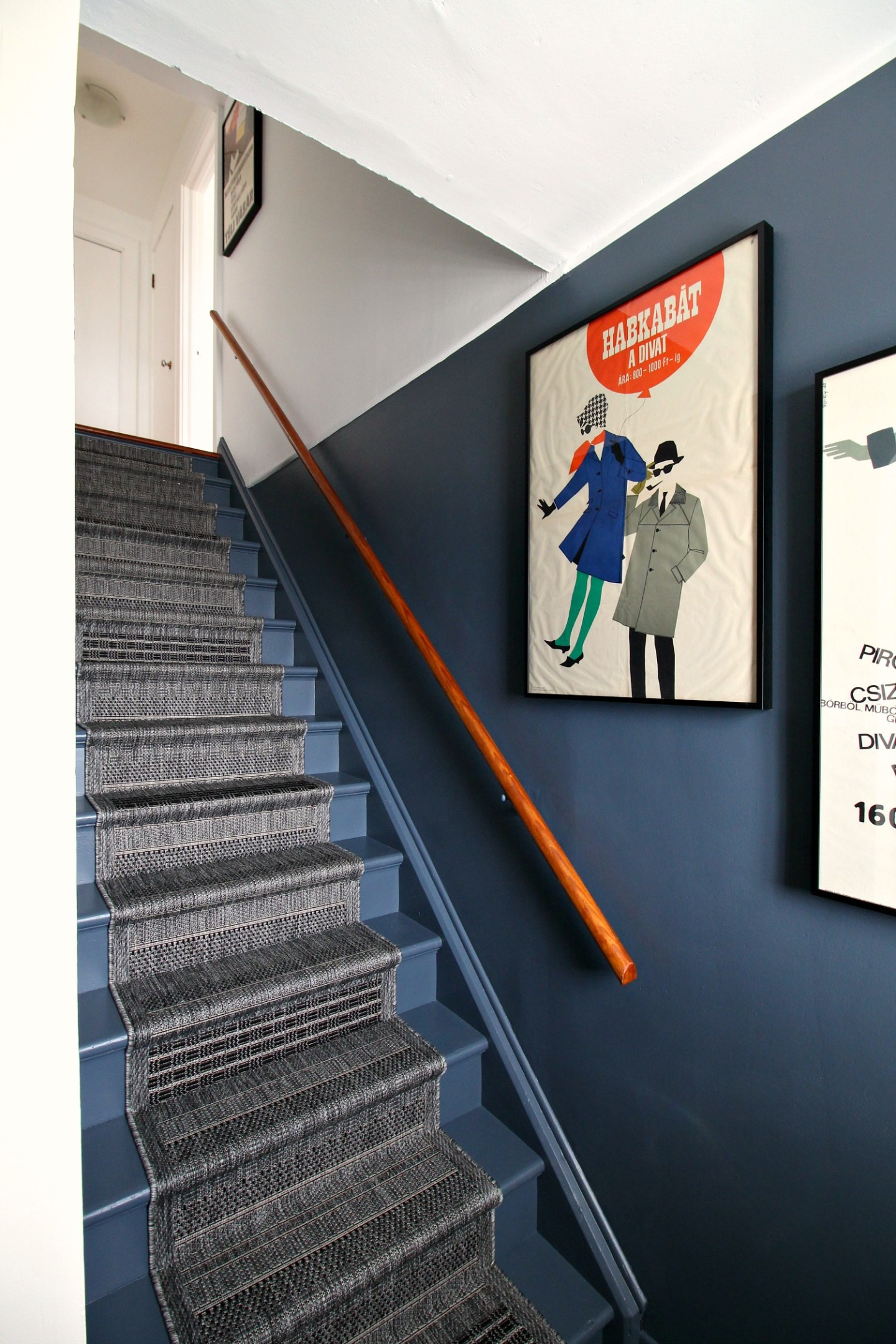 amazing stairwell makeover on a budget