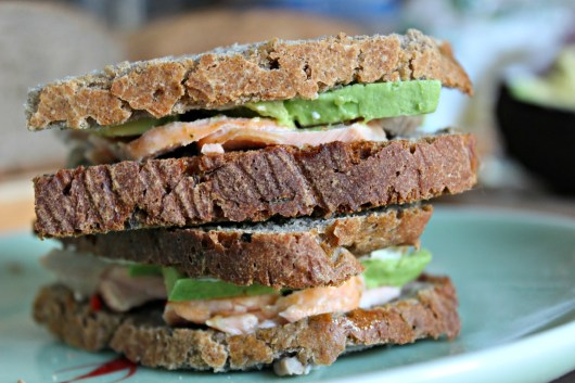 Sandwich avocat et saumon