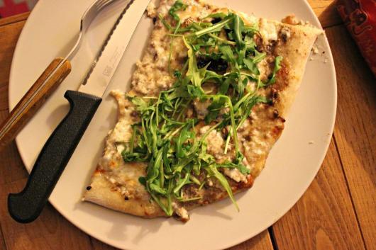 Pizza au levain, roquette et truffe