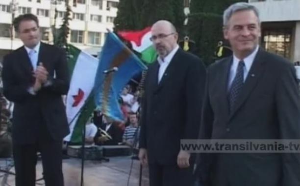 Raduly Robert, primarul din Miercure Ciuc (în stânga) alături de Marko Bela și Laszlo Tokes