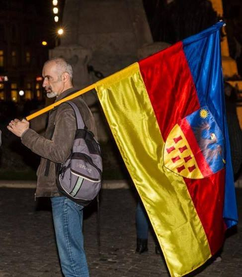 https://i1.wp.com/www.dantanasa.ro/wp-content/uploads/2015/02/Vincze-Zolt%C3%A1n-Zoltan-Soltan-steag-transilvania.jpg