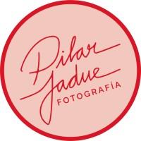logo_pilar_jadue_circulo_rosa_borde_rojo_letra_claim_rojo