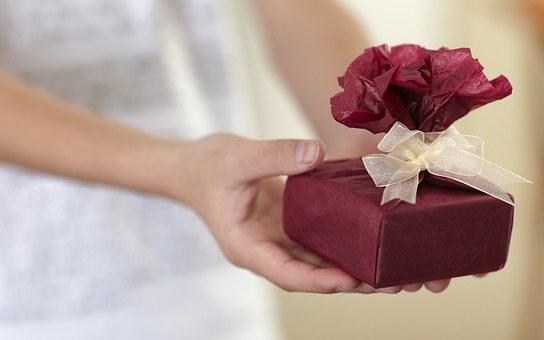 gift-687263__340