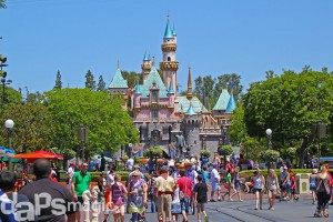 DisneylandMainStreetCastle