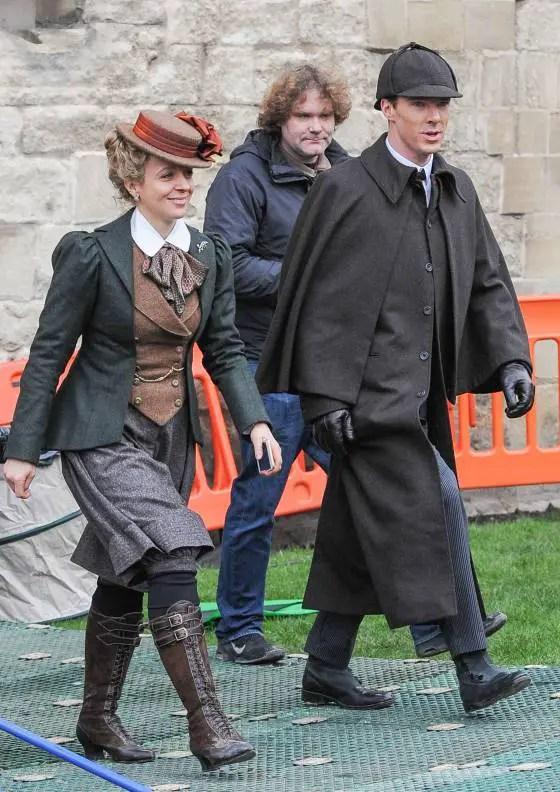 Benedict Cumberbatch Dresses Like Original Sherlock Holmes for ...