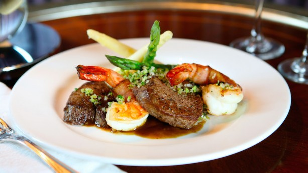 Carnation Café - Hearty surf and turf
