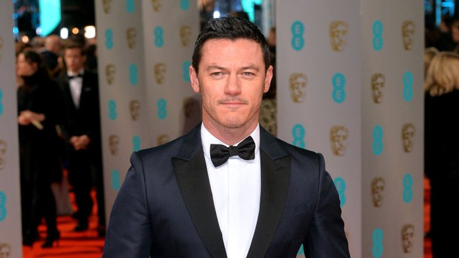 luke-evans-gaston-in-beauty-and-the-beast