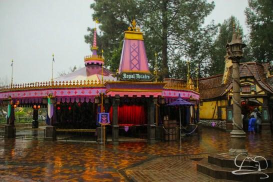 DisneylandResortRainyDay-32