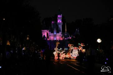 DisneylandMainStreetElectricalParade_45thAnniversary-2