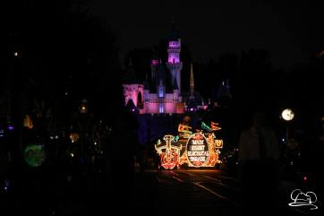 DisneylandMainStreetElectricalParade_45thAnniversary-3