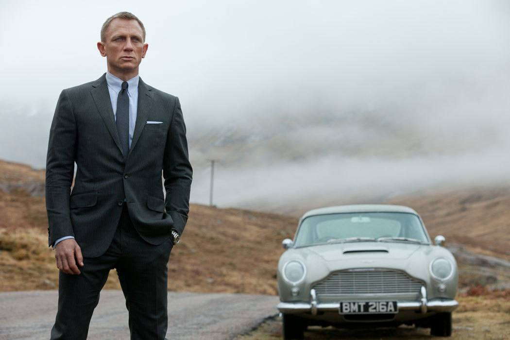 Daniel Craig Returns as James Bond