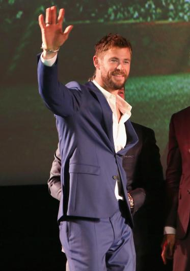 """HOLLYWOOD, CA - OCTOBER 10: Actor Chris Hemsworth at The World Premiere of Marvel Studios' """"Thor: Ragnarok"""" at the El Capitan Theatre on October 10, 2017 in Hollywood, California. (Photo by Jesse Grant/Getty Images for Disney) *** Local Caption *** Chris Hemsworth"""