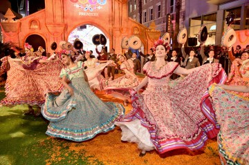 """HOLLYWOOD, CA - NOVEMBER 08: Dancers perform at the U.S. Premiere of Disney-Pixarís """"Coco"""" at the El Capitan Theatre on November 8, 2017, in Hollywood, California. (Photo by Alberto E. Rodriguez/Getty Images for Disney)"""