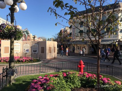 Disneyland Town Square Bricks With Walls Down in Spring-13