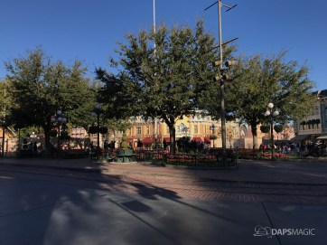 Disneyland Town Square Bricks With Walls Down in Spring-9