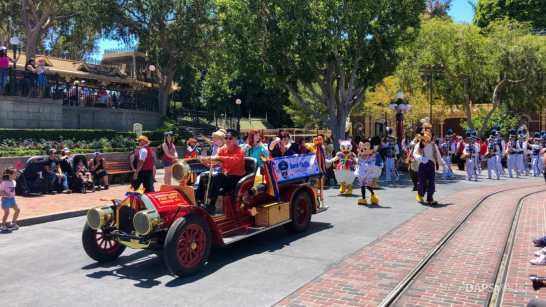 First Performance- Mickey and Friends Band-Tastic Cavalcade at Disneyland-5
