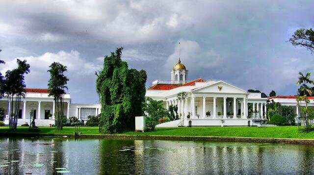 Wisata Istana Bogor